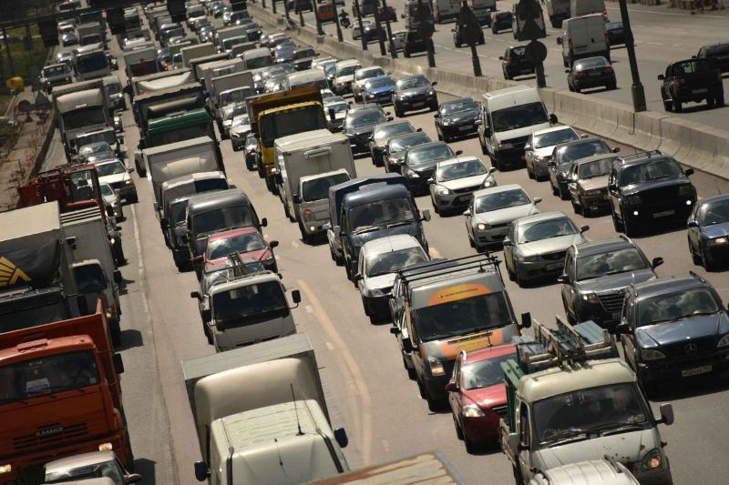 После 15:00 в Москве осложнится дорожная ситуация