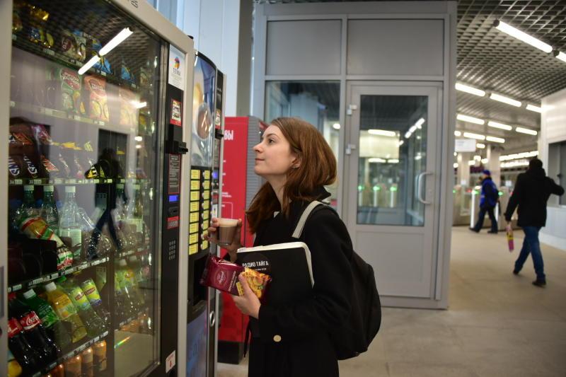 Около 100 автоматов с едой и напитками установят на 48 платформах МЦК