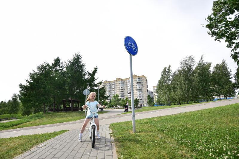 Перекопанную велодорожку на улице Борисовские Пруды приведут в порядок