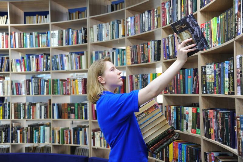 Библиотека №147 получила имя поэта-фронтовика Сергея Орлова. Фото: Светлана Колоскова, «Вечерняя Москва»