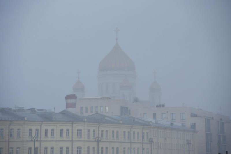 В Москве из-за тумана ухудшится видимость на дорогах. Фото: Александр Кожохин