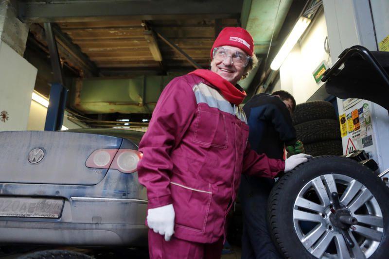 Москвичам рекомендовали «переобуть» машину
