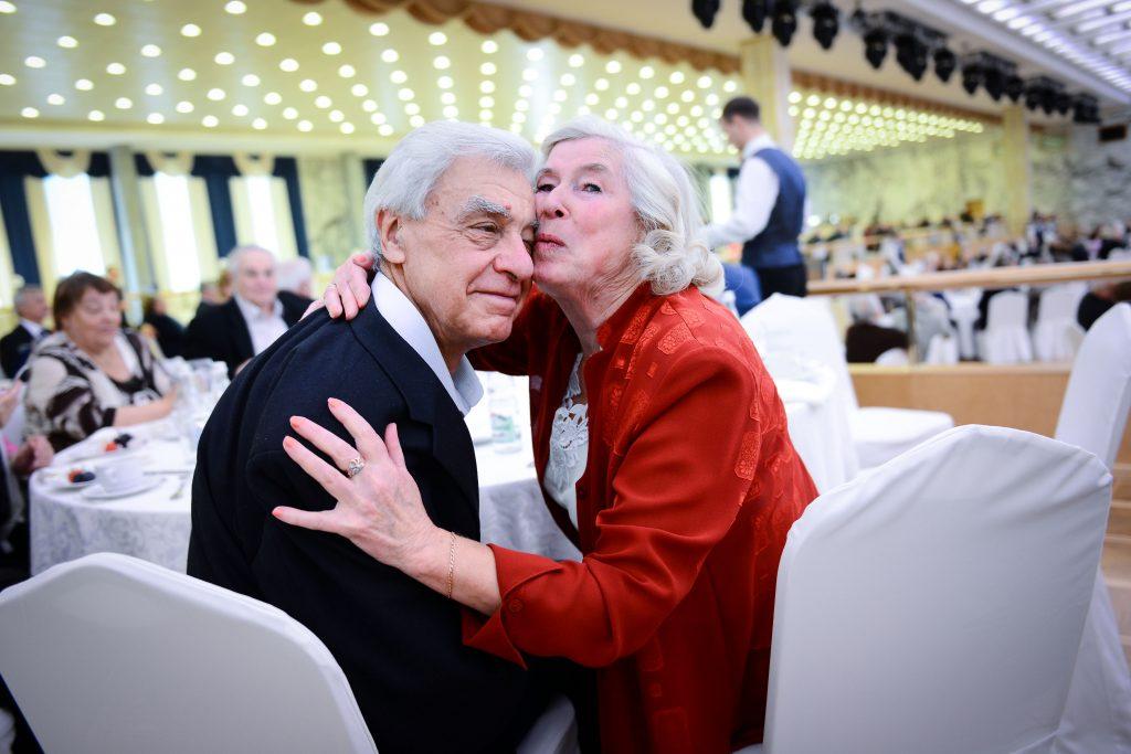 Почти 30 тысяч москвичей отметили минимум 50 лет в браке
