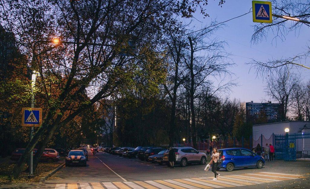 Светящаяся зебра: переходы на Ореховом бульваре оборудуют дополнительной подсветкой