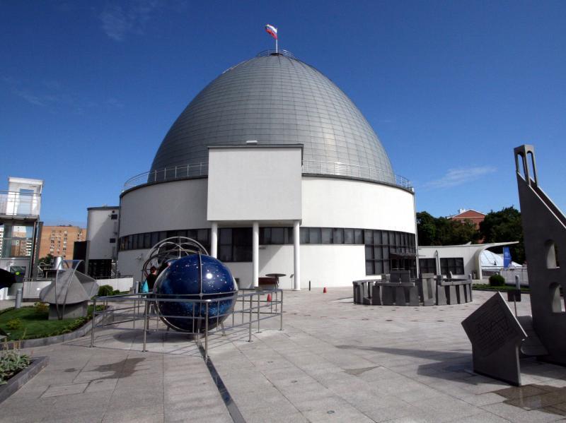 Московский планетарий анонсировал сближение Луны и Марса. Фото: Игорь Ивандиков