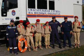 Водные спасатели провели мастер-класс для рыбаков в Братеевском каскадном парке. Фото: пресс-служба Департамента ГОЧСиПБ