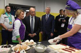 Владимир Путин и Сергей Собянин посетили «Техноград» на ВДНХ. Фото: Владимир Новиков