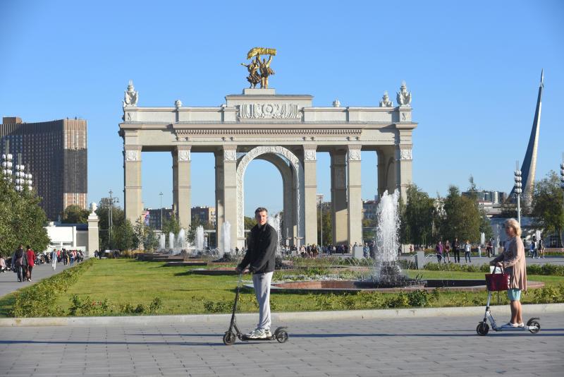 Более 140 тысяч поездок совершили москвичи и туристы на электросамокатах