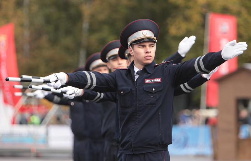 Сотрудников полиции УВД по ЮАО поздравили со 100-летним юбилеем со Дня образования штабных подразделений МВД России