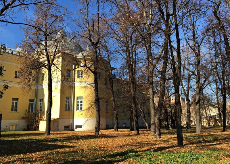 Только теперь в совершенно иных масштабах: сейчас больница располагает 30 корпусами на территории 13 гектаров. Фото: Анна Быкова