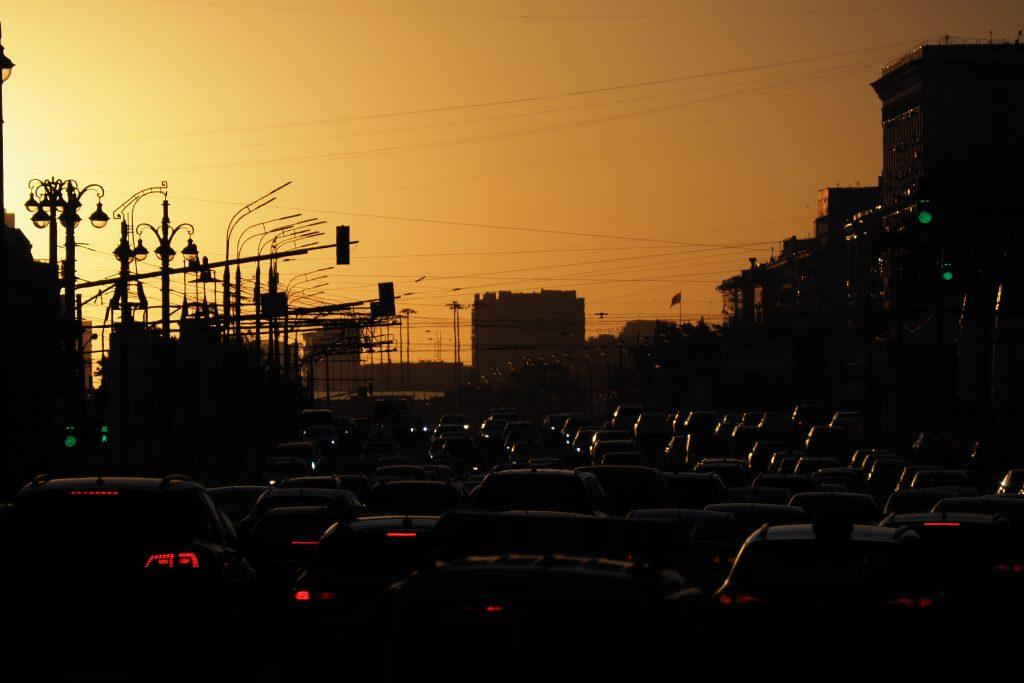 ЦОДД предупредил водителей Москвы о пробках в четверг
