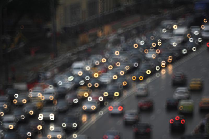 ЦОДД предупредил озагруженности дорог в Москве