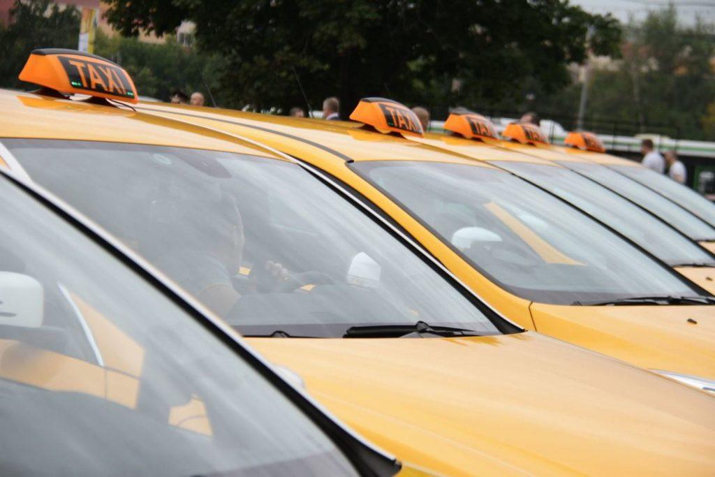 В Москве у таксистов начали изымать автомобили за отсутствие техконтроля