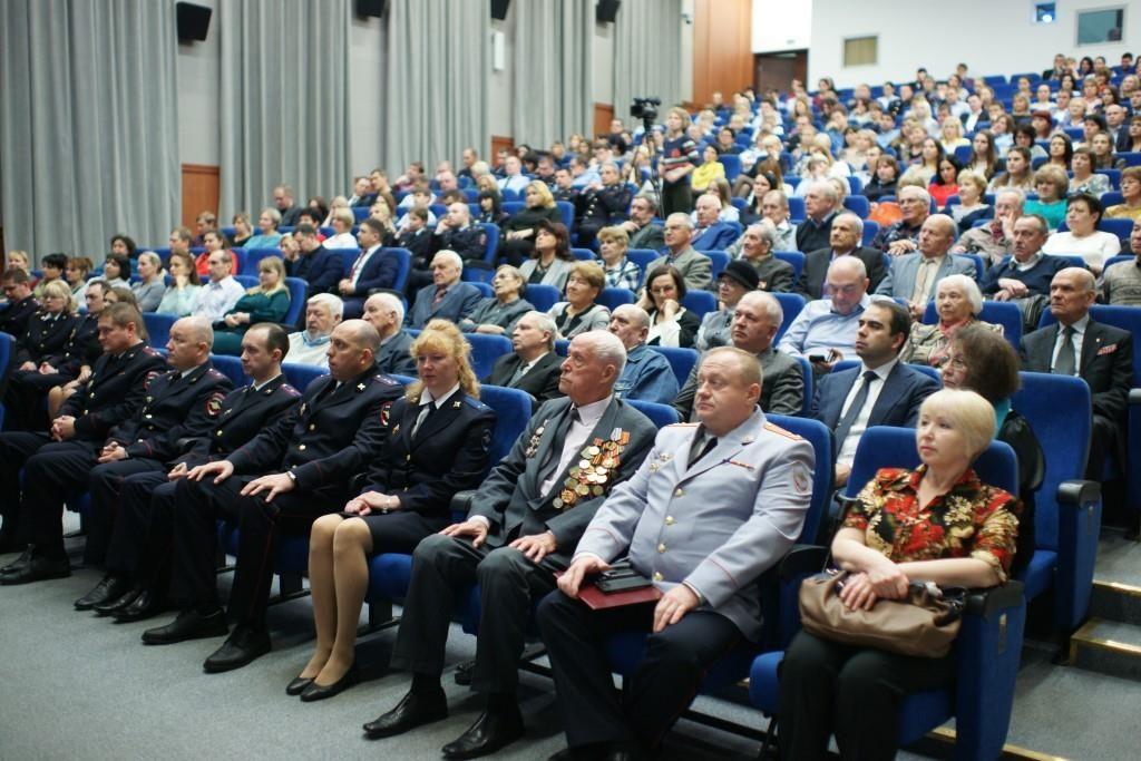 Сотрудников полиции поздравили в Южном округе. Фото предоставила пресс-служба УВД ЮАО