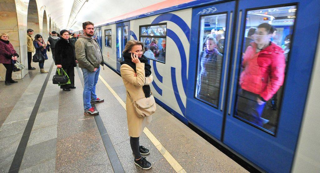 Кнопки открытия дверей заработали в поездах «Москва» на Филевской линии метро