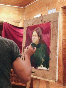 Финальные штрихи и портрет готов. Фото: Юлия Панова