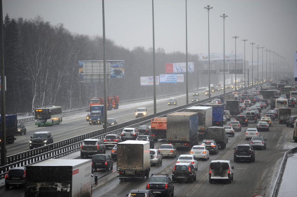 Москва пережила девятибалльные пробки из-за снегопада