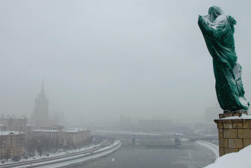 Московских водителей призвали быть внимательнее из-за снегопада