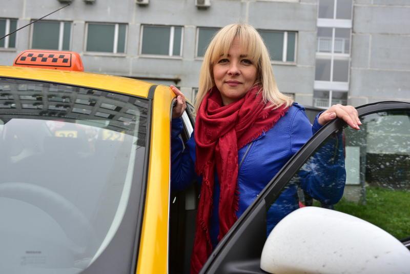Почти 80 процентов водителей такси отметили улучшение дорожного движения в Москве