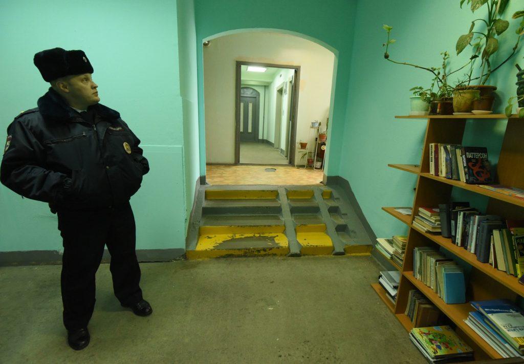 Москвичей уличили в захламлении лестничных клеток