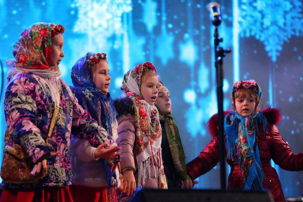 Детский ансамбль «Брусника» поздравит мам и бабушек с Днем матери