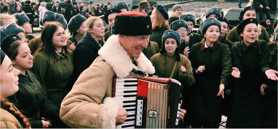 Песни военных лет прозвучали во время парада на Красной площади. Фото: Елена Кульбак