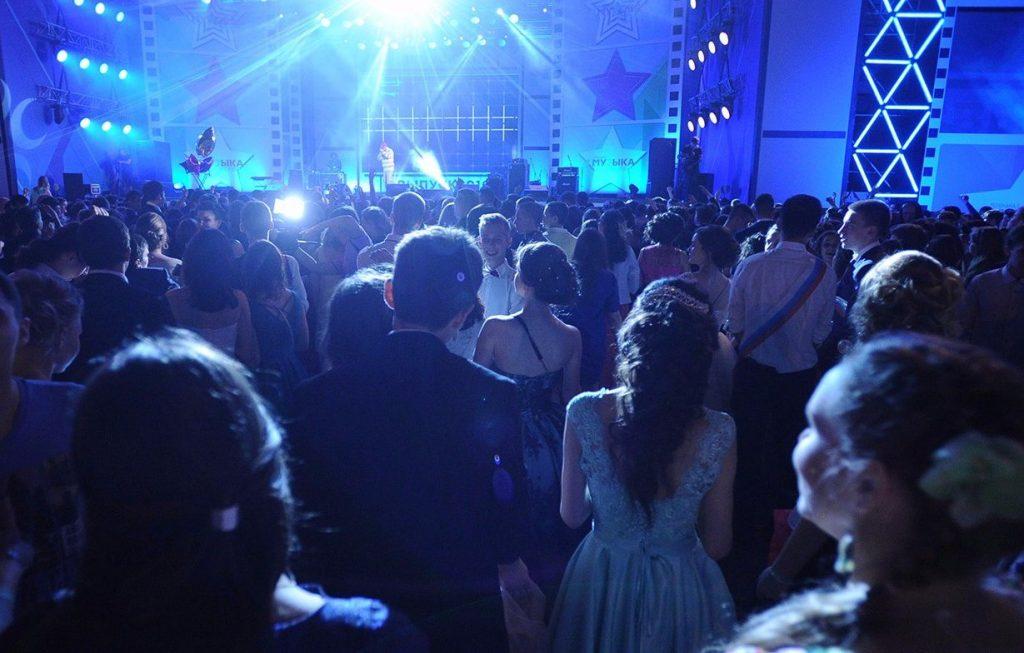 Школьников Нагатинского Затона пригласили на дискотеку в честь конца осени