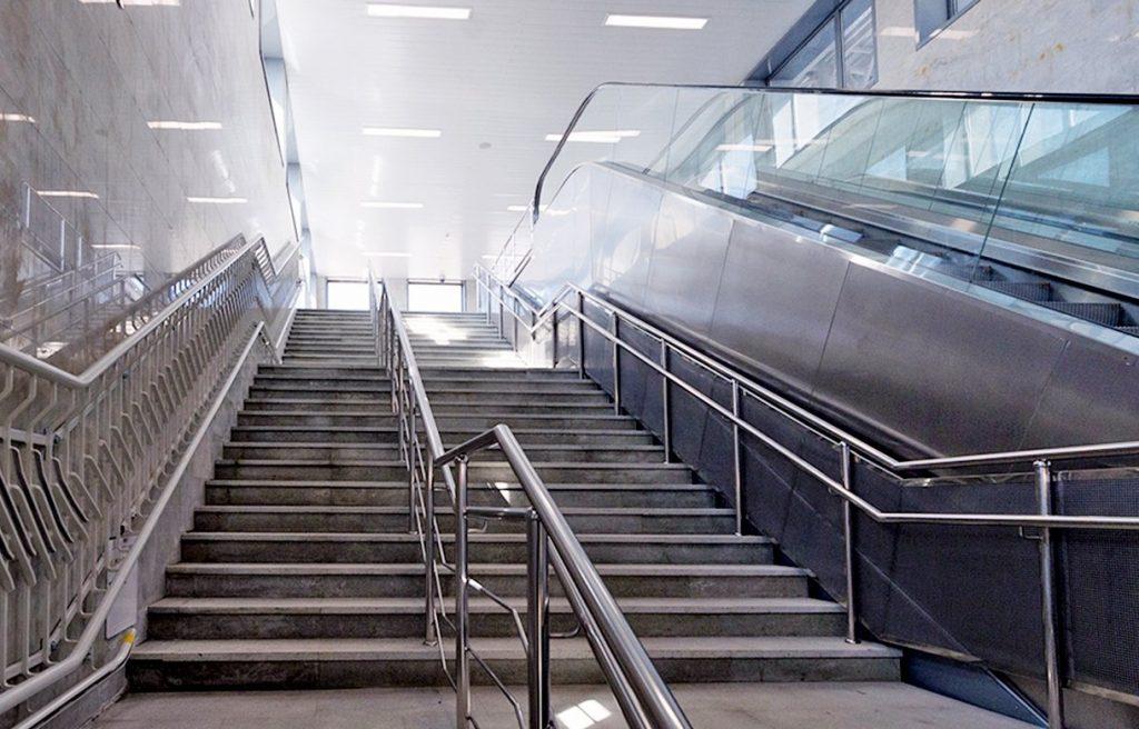 Максим Ликсутов рассказал о ремонте 350 лестниц в переходах метро