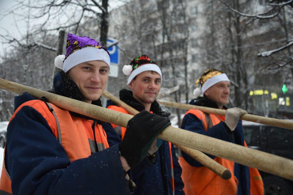 Два брата и сын против снегопада