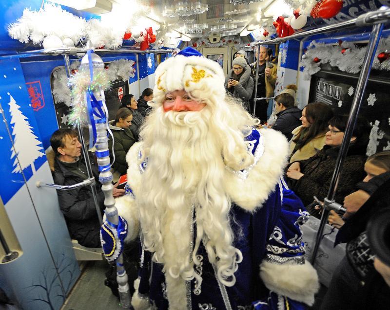 Тематический поезд «Путешествие в Рождество» запустили на Кольцевой линии метро