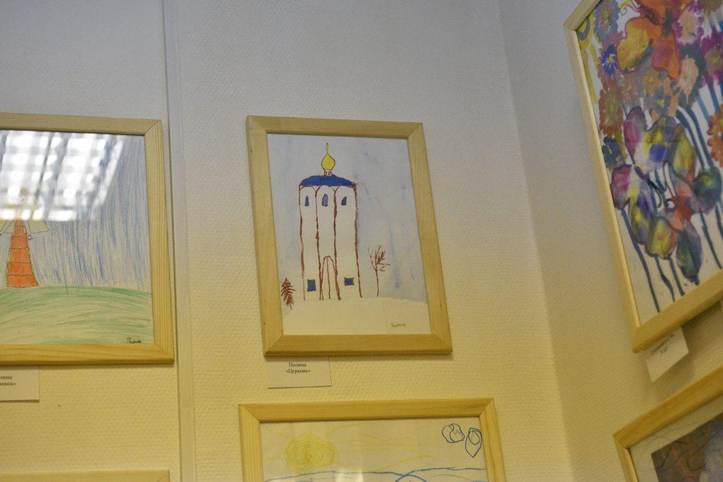 Яркие краски: в галерее «На Варшавке» открылась художественная выставка детей-инвалидов