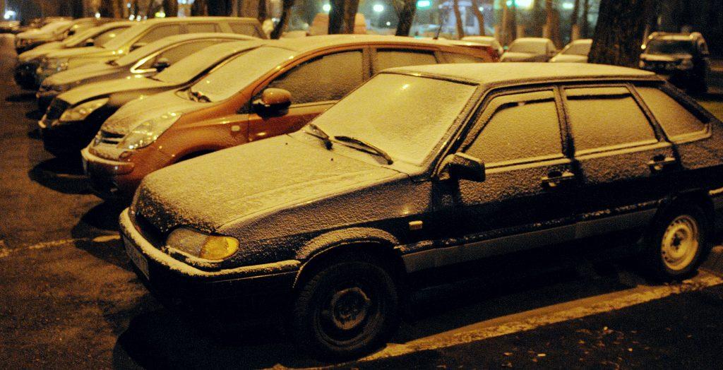 Водителям Москвы предсказали «снежные» проблемы до вечера