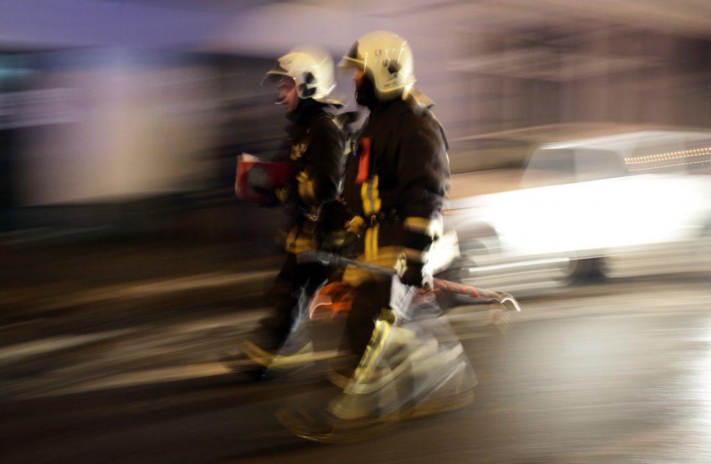 Пожарные спасли жителя Южного округа из горящей квартиры