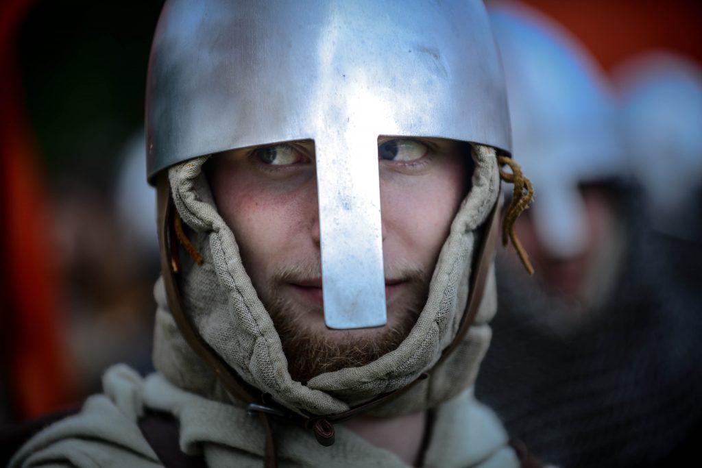 Прохожего едва не убили мечом на юго-востоке Москвы, работает полиция
