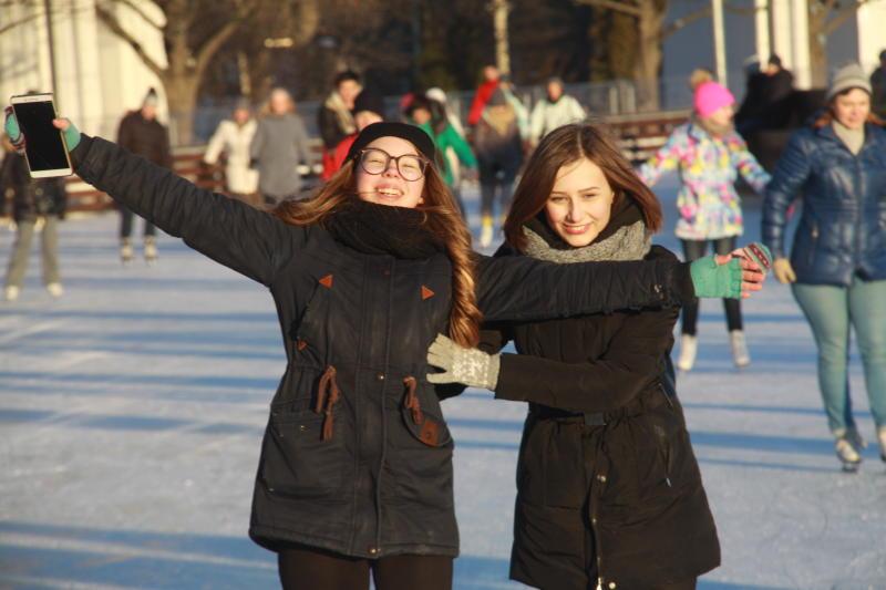 В парках Москвы откроют катки с натуральным льдом