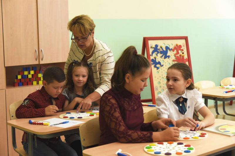 В Москве средняя зарплата учителей выросла до 108 тысяч рублей