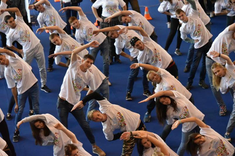 Спорт с настроением: жителей юга пригласили на фитнес-зарядку