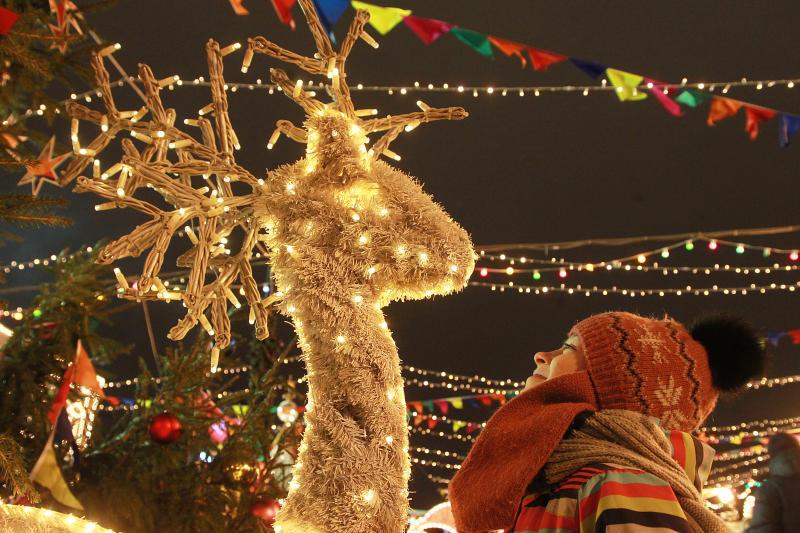 Путешествие в Рождество: площадка зимнего фестиваля открылась на Ореховом бульваре