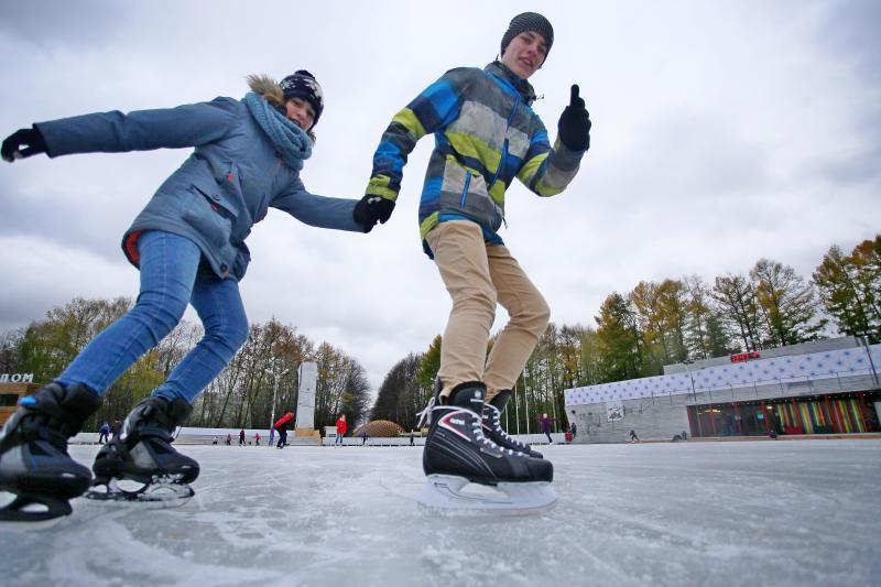 Хоккей и фигурное катание: что ждет посетителей катка в Донском районе