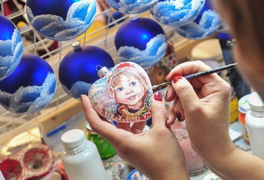 Жителей юга научат делать старинные новогодние игрушки