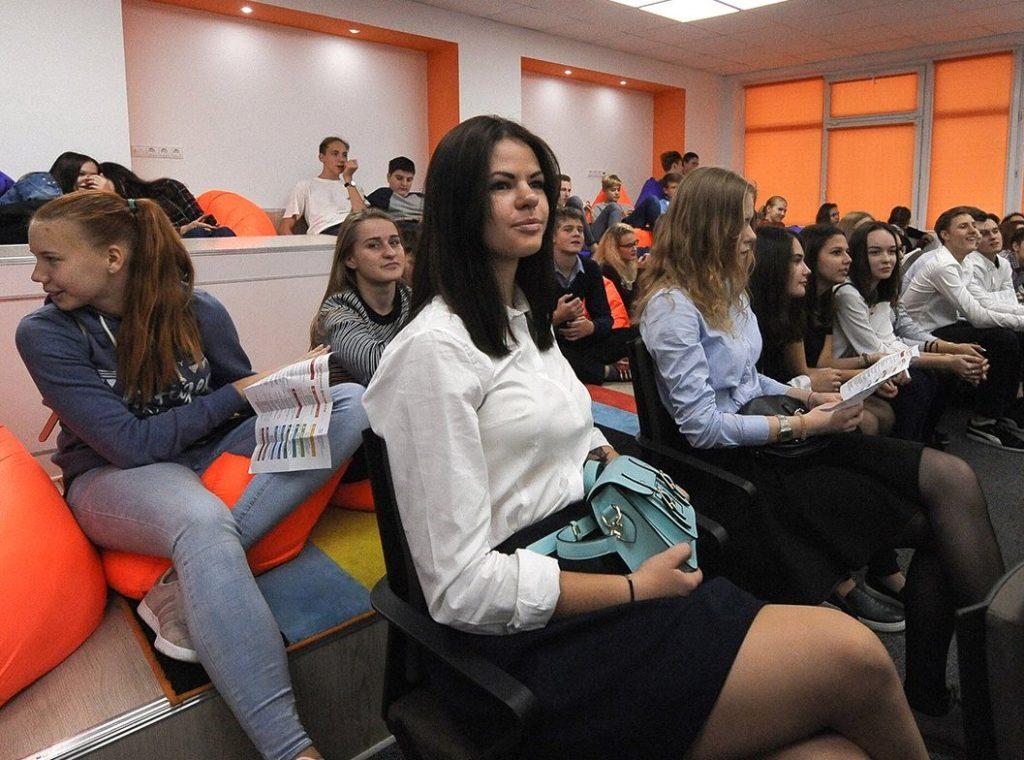 Молодые парламентарии столицы поучаствовали в дебатах «Мастер слова»
