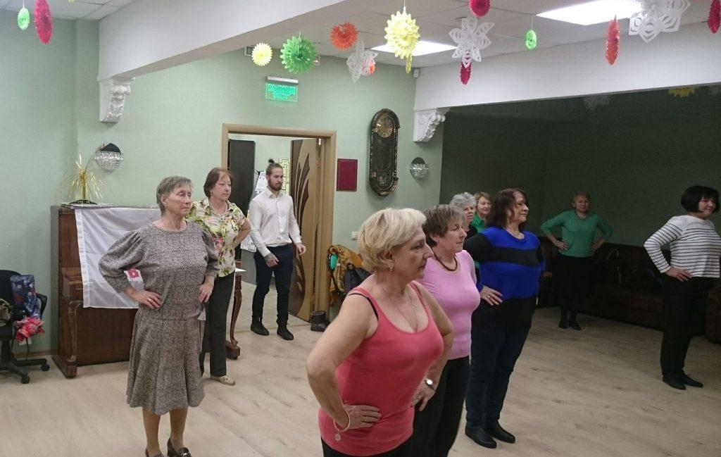 Танго и вальс: для жителей района провели мастер-класс по танцам