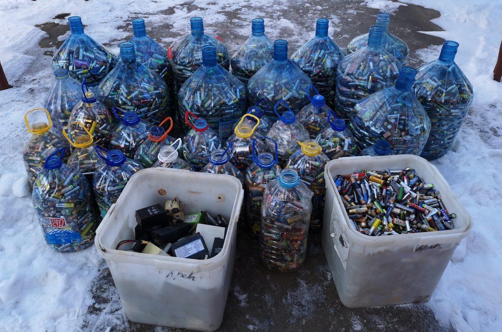 Жители Орехова-Борисова Южного сдали около четырех тонн батареек на переработку за 2018 год