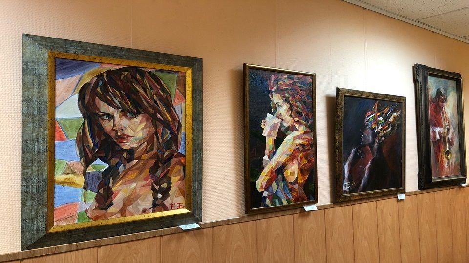 Прекрасные женщины: новая выставка открылась в Центре досуга «НЕО-XXI Век»