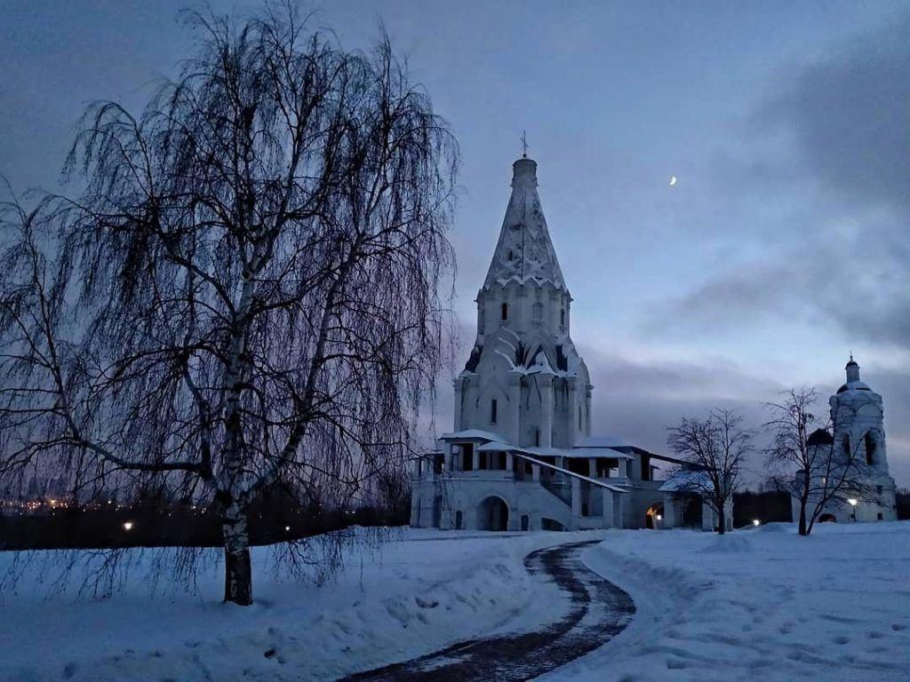 Народный корреспондент поделился фото вечернего «Коломенского». Фото: пользователь marinavoikina, Instagram