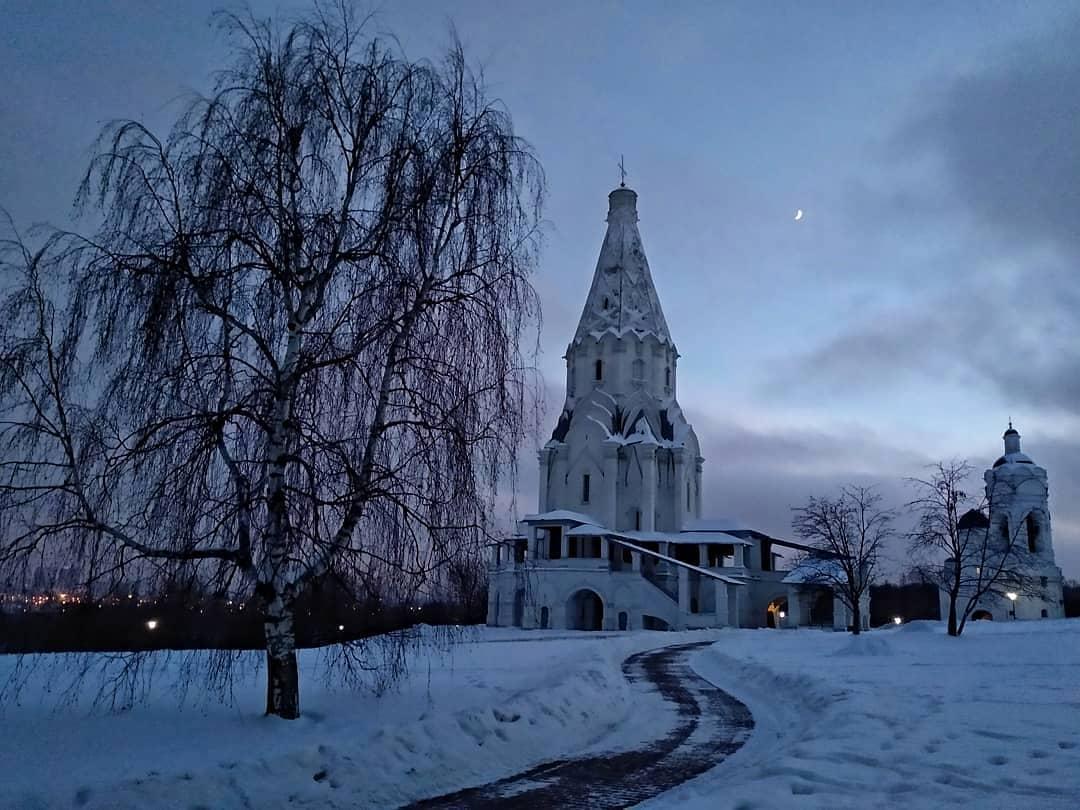 Народный корреспондент поделился фотографией вечернего «Коломенского»