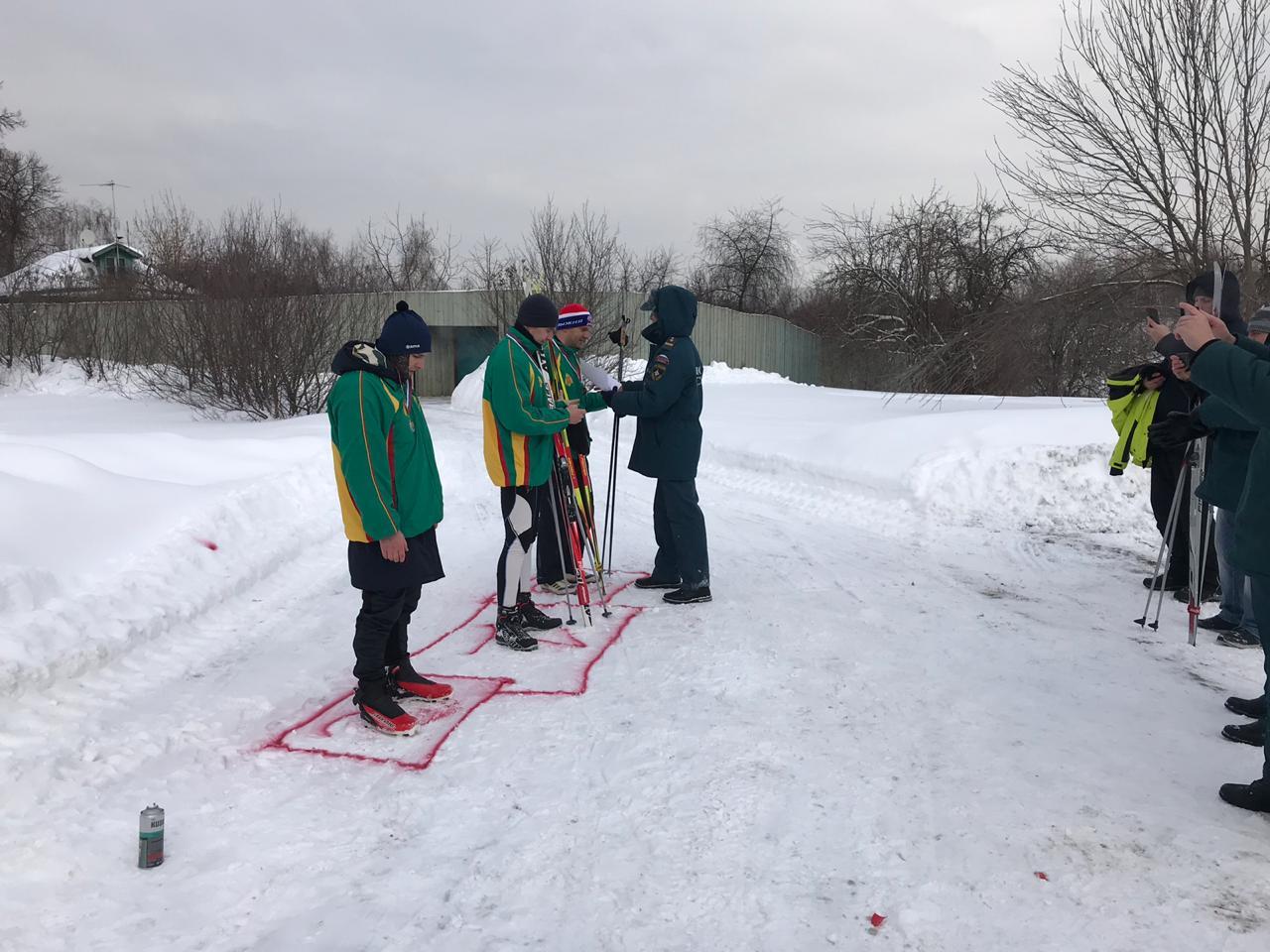 Разрезая снежную целину