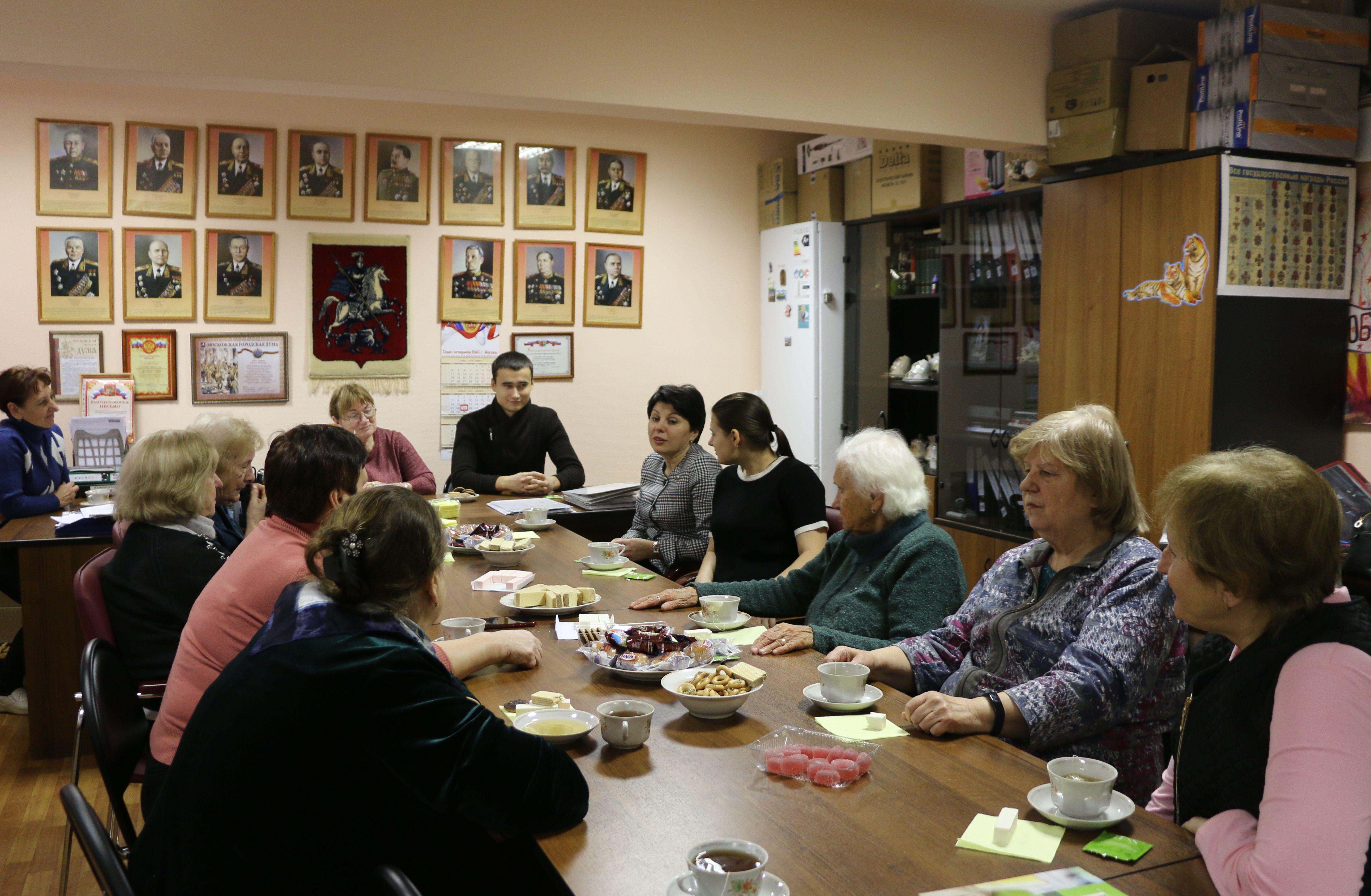 Молодые парламентарии Москворечье-Сабурово встретились с ветеранами района