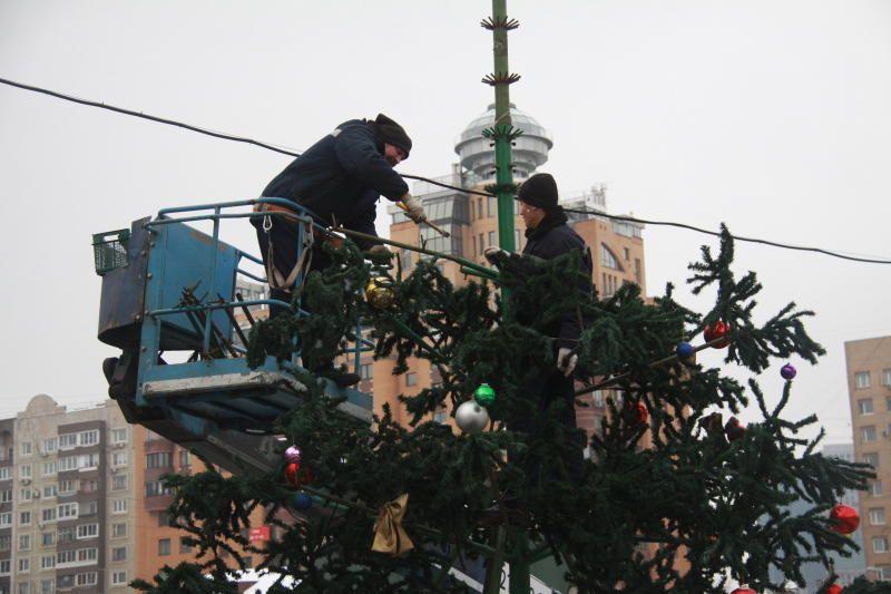 Демонтаж новогодних елок начали в Чертанове Центральном