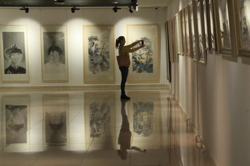 Театр и мы: выставку современных карикатуристов откроют в галерее «Варшавка». Фото: Павел Волков, «Вечерняя Москва»